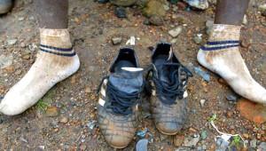 Kenyalı Futbolcu, 9 Metrekarelik, Penceresiz Bir Odada Yaşıyor!