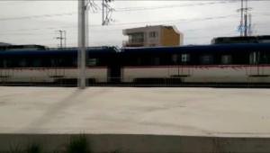 İzmir'de Bomba İhbarıyla Tren Durduruldu, Yolcular Tahliye Edildi