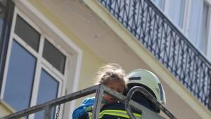 Yangında Mahsur Kalanlar Sepetli Merdivenle Kurtarıldı
