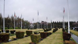 Gazetecilerden BM Kore Anıtsal Mezarlığı'na Ziyaret