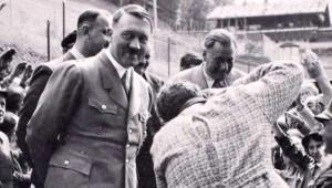 Hitler'in Yatak Odası Çekmecesinde Saklanan Albümü Ortaya Çıktı