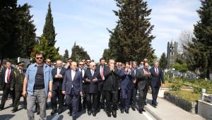 Cumhurbaşkanı Erdoğan, Adnan Menderes ve Arkadaşlarını Kabri Başında Ziyaret Etti