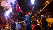 Evet'i Halk Sokakta Coşkuyla Kutladı