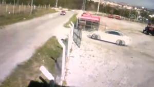 Iki Otomobil Çarpıştı: 2 Yaralı