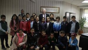 İlkokul Öğrencileri Başkanvekili Özak'ı Ziyaret Etti