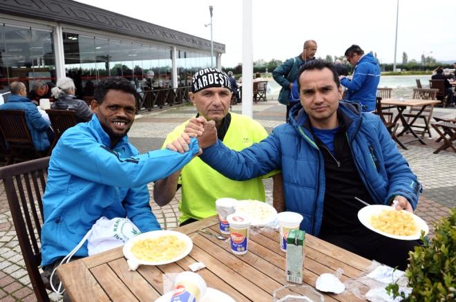 Atletler Makarna Yiyerek Enerji Depoladı