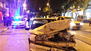 Bursa'da Kaza: Akadan Çarptığı Aracı Yaya Yoluna Fırlattı