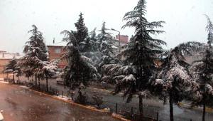 Yalvaç'ta Nisan Ayında Kar Sürprizi