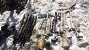 Tunceli'de C-4 Patlayıcı ve Silahlar Ele Geçirildi