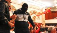 Fotoğraflarla Makedon Meclisindeki Olaylı Gece