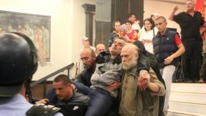 Makedonya'da Milletvekillerini Rehin Aldılar