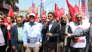 1 Mayıs İşçi Bayramı Malatya'da Halay Çekilerek Kutlandı