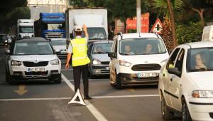 Beton Mikserindeki Beton Yola Döküldü, Trafik Kilitlendi