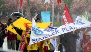 Bolu'da Yağmur Altında 1 Mayıs Kutlaması