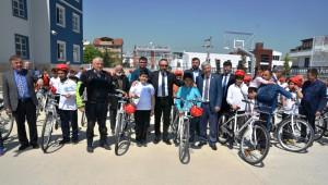 İzmit Belediyesi Bisiklet Dağıtmaya Devam Ediyor