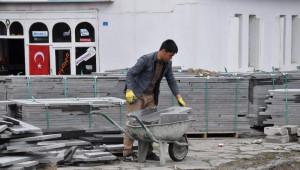 Kars Belediyesi Yol ve Kaldırım Çalışmalarına Başladı
