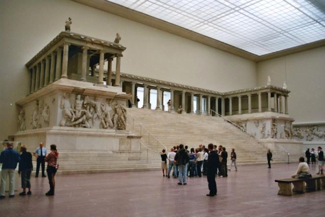 Pergamon'daki Zeus Sunağı (Bergama) Berlin müzesi