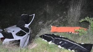 Otomobil Uçuruma Yuvarlandı; Anne- Oğul Öldü, Baba- Oğul Yaralandı