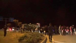 Bursasporlu Taraftarlar Takım Otobüsünü Taşladı