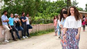 Çanakkale Sokaklarında Kısmet Arıyorlar