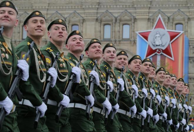 Kızıl Meydan'da 10 Bin Askerle Zafer Kutlaması