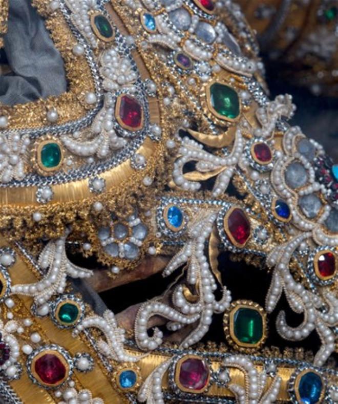Mücevherlerle Gömülü Binlerce İskelet Bulundu