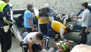 Otomobille Çarpışan Minibüs Köprüden Uçtu: 1 Ölü, 1 Yaralı