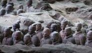 Çin İmparatoru'nun Ölümsüzlük Arayışı ve Kilden Askerler