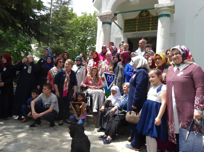 63 Anne Çocukları ile Birlikte Hayme Ana'yı Ziyaret Etti
