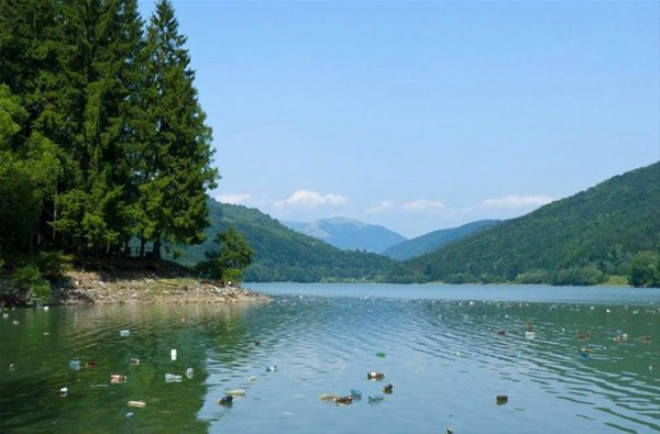 Ukrayna'nın Doğa Harikası Parkı, Çöplüğe Döndü