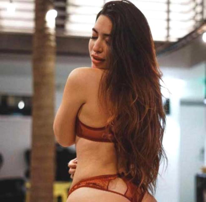 Kardashian'ın Türk Rakibi Pelinsu Kalçalarıyla Instagram'ı Sallıyor!