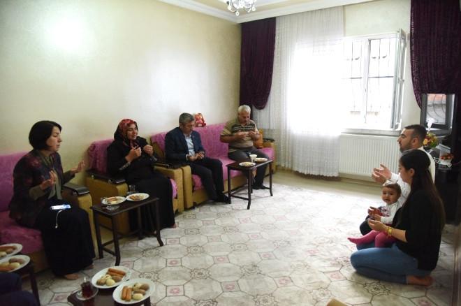 Başkan Mehmet Tahmazoğlu'ndan Şehit Annelerini Evlerinde Ziyaret Etti