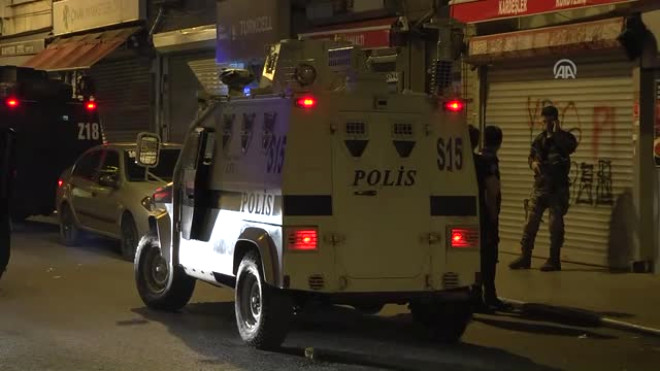 Beyoğlu'nda Zırhlı Polis Aracına Ateş Açıldı