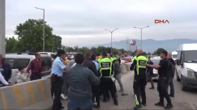 Bursa' da 1 Kişinin Öldüğü Kazadan Sonra Gerginlik Çıktı, Polis Havaya Ateş Açtı- Ek Görüntü