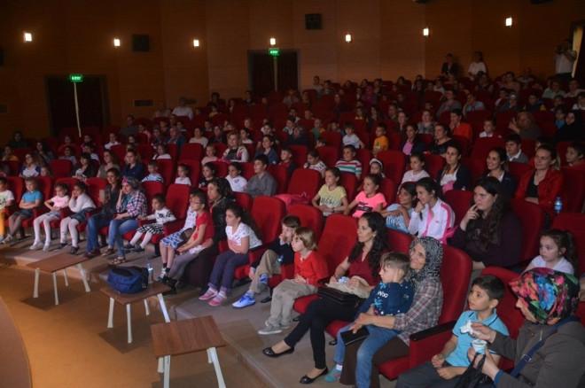 Dönüşüm İyi Gelecek' Tiyatro Oyunu İlgiyle İzlendi