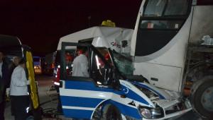 İterek Çalıştırmak İstediği Minibüsle Otobüsün Altına Girdi: 1 Yaralı