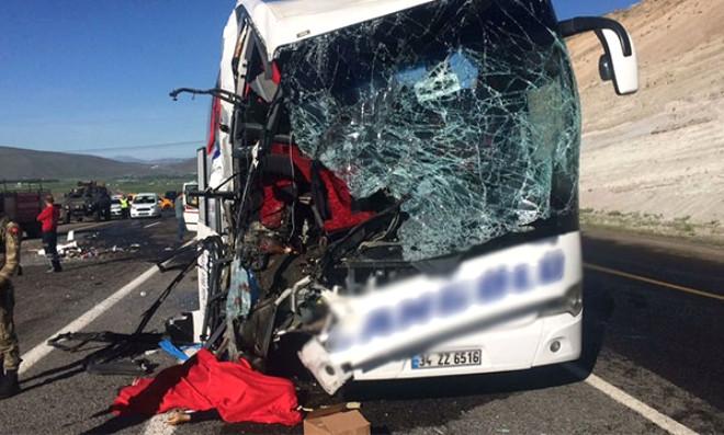 Trafik Kazası: 1 Ölü, 20 Yaralı (2)