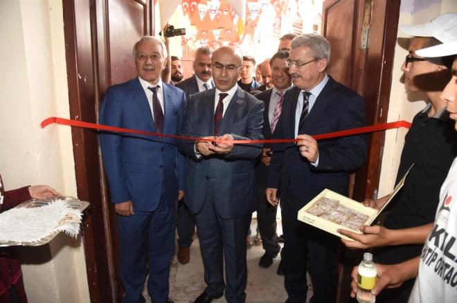 Vali Demirtaş, 4006 Tübitak Bilim Fuarı'nın Açılışını Gerçekleştirdi