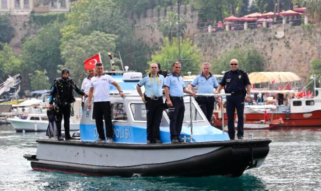 Antalya'da Deniz Polisi 1 Yılda 98 Kişiyi Kurtarıp 23 Ceset Çıkardılar