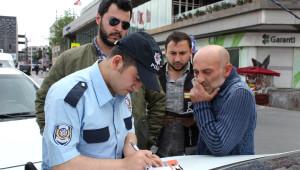 İstanbul'da Trafik Polisleri Kuş Uçurtmuyor