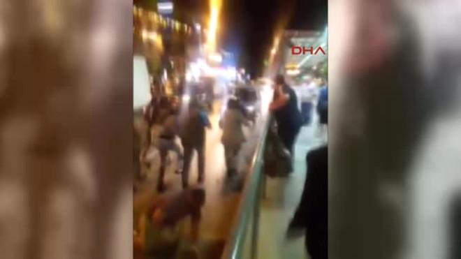 Kafeyi Basan Suriyelileri Linç Edilmekten Polis Kurtardı