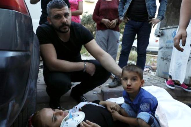 Kazada Yaralanan Çocuk, Yaralı Annesinin Elini Bırakmadı
