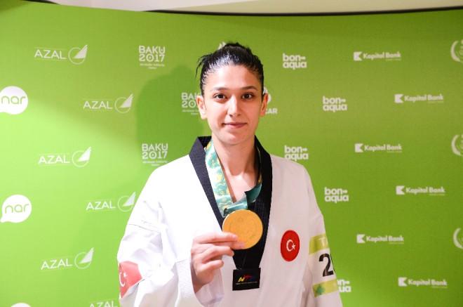 Nur Tatar ve Nafia Kuş'tan Altın Madalya