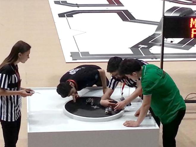 Robot Yarışmasında Kısıtlı Olanaklara Rağmen Üçüncü Oldular