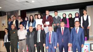 Tosya Cumhuriyet Anadolu Lisesinden Eşkali Aşk İsimli Şiir Dinletisi