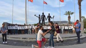 Ata'nın Huzurunda Evlenme Teklifi