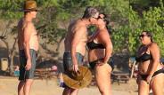 Ünlü Aktör Kilolarıyla Çok Konuşulan Eşini Öpücüğe Boğdu