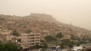 Mardin'de Havadaki Toz Bulutları Nedeniyle Yetkililer 'Dışarı Çıkmayın' Uyarısı Yaptı