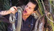 Zorlu Doğa Şartlarında Yaşamak İçin Bulduğu Hayvanları Çiğ Çiğ Yiyor