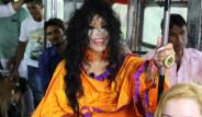 Otobüste Tavukla Yolculuk Yapan Bülent Ersoy, Bit Paniği Yaşadı